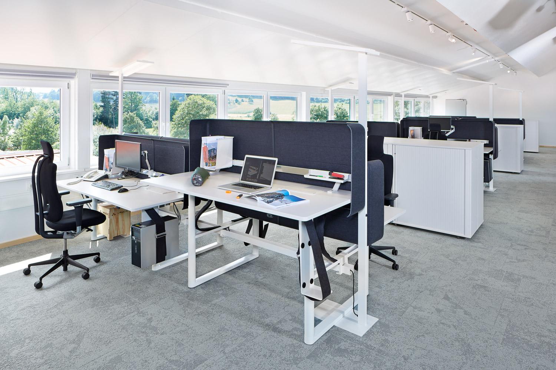 Vaude tettnang photography eduardo perez frankfurt 49 for Mesa table design by zaha hadid for vitra